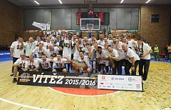 Oslavy třináctého titulu v řadě v podání nymburských košíkářů