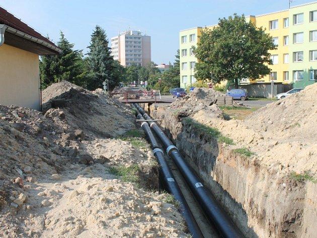 Výměna potrubí komplikuje lidem život.