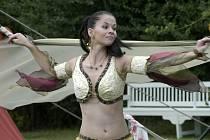 V doprovodném programu nechyběla vystoupení břišních tanečnic (na snímku).