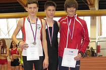 NYMBURSKÝ ATLET ONDŘEJ HODBOĎ (vlevo) vybojoval na republikovém šampionátu v Praze stříbrnou medaili