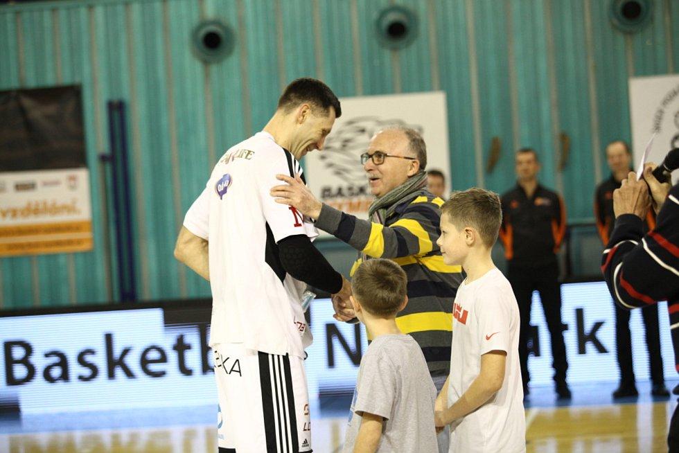 Basketbalisté Nymburka smetli v dalším zápase nejvyšší soutěže tým Ostravy.