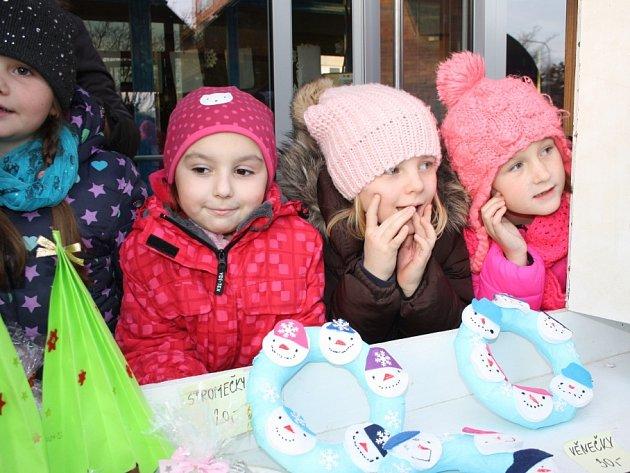 Sídlištní jarmark připravili učitelé a žáci Základní školy Letců R.A.F v Nymburce už po osmé.
