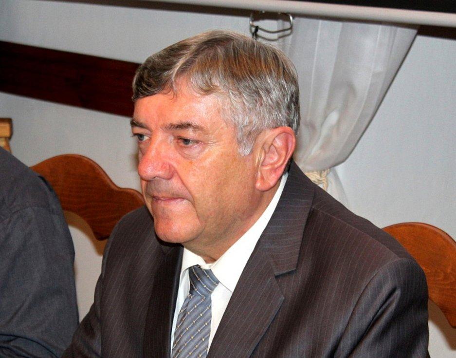 Karel Otava skončil v prvním kole senátních voleb z jedenácti kandidátů předposlední.