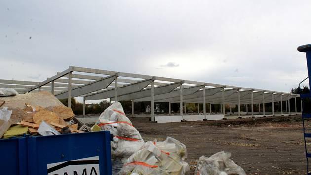 Obchodní centrum na poděbradském Žižkově roste.