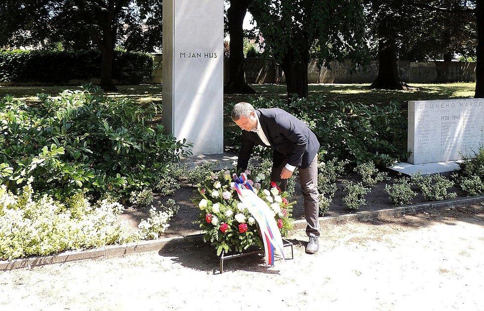 Pietní akt se konal v Parku Hrdinů.