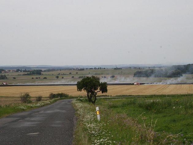 Rozsáhlý požár pole u Svídnice.
