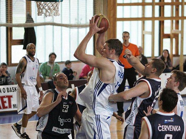 Z basketbalového utkání Mattoni NBL Poděbrady - Děčín (61:80)