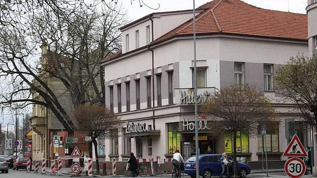 Na Riegrově náměstí se přesune zastávka a spojí se cyklostezky.