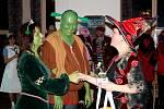 Shrekovi, mrtvá nevěsta a pár z galérky se stali nejlepšími maskami plesu, obdiv sklidily i další modely. Který se líbí vám?