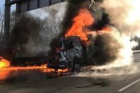 Požár nákladního automobilu D1 km 7.5 směr Praha.