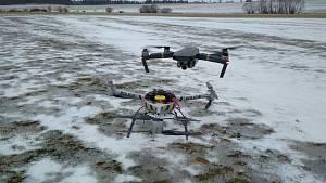 Telefonování řidičů nově ohlídají drony.