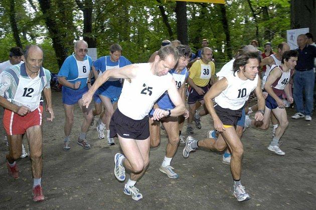 Běhu zámeckou zahradou se zúčastnilo sedmdesát sedm závodníků