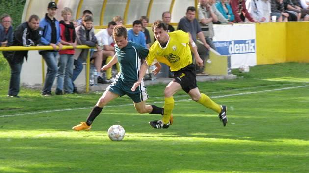 Z fotbalového utkání krajského přeboru Litol - Beroun 1:2.