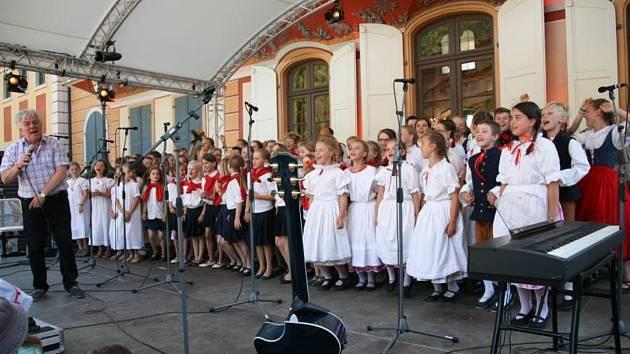 Mělnický Dětský folklorní soubor Jarošáček zakončil sezonu velkým vystoupením v Drážďanech.