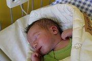 PŘEKVÁPKO IVÁNEK. IVAN RUSNÁK se narodil 5. června v 5.21 hodin. Z kloučka s mírami 3 280 g a 49 cm se radují rodiče Silvia a Ivan a doma v Milovicích se na něj těší  velký bráška Adámek (5).