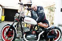 Vášní Tomáše Vrchoty z Nymburka jsou motocykly