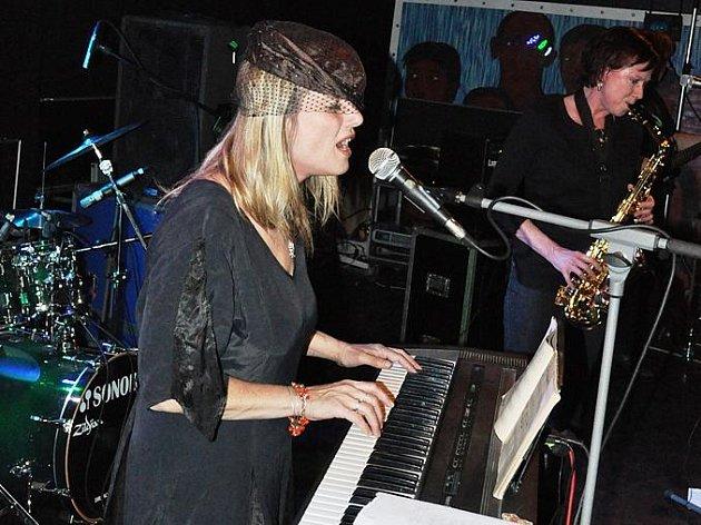 Bestiválek 2011 navštívilo 12 hudebních formací a kolem dvou set lidí.