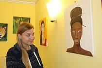 Výstava maleb Petry Veselé v kavárně Strejda Burger v Nymburce.