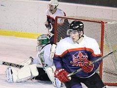 VYHRÁLI A VEDOU. Hokejisté Poděbrad zvítězili na ledě Žiliny 3:1 a jsou v tabulce na prvním místě