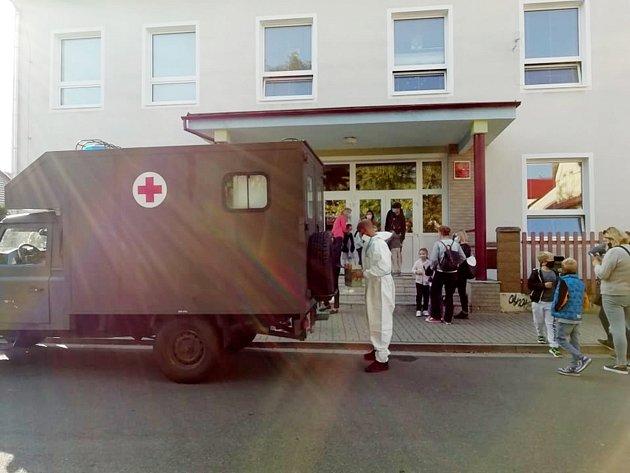 Speciální sanitka, jejíž posádka testovala městecké děti.
