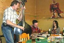 Muzikanti v restauraci U Sparťana.
