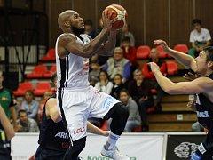 Z basketbalového utkání nejvyšší soutěže mužů Nymburk - Děčín (88:39)
