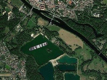 Kontejnerová loď Ever Given na Jezeře v Poděbradech.