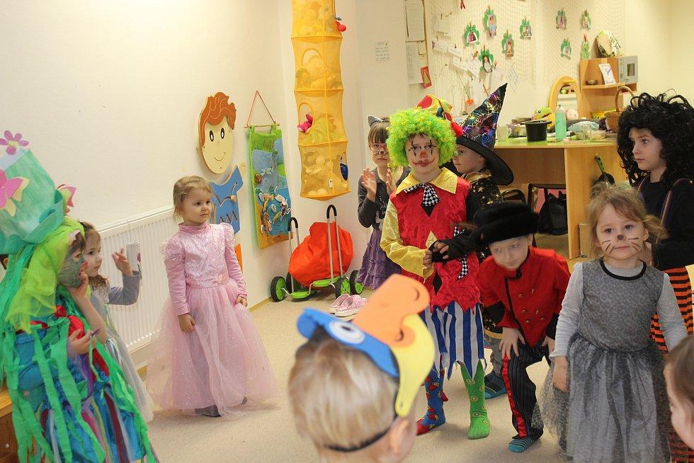 Děti ve školce oblékly masky a poznávaly Masopust