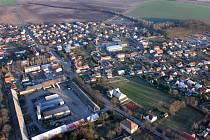 Kostomlaty nad Labem, největší obec na okrese