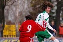 Nymburský Tomáš Friedel (vpravo) rozhodl zápas ve Staré Boleslavi