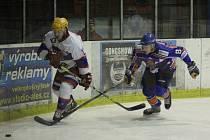 Z hokejového utkání druhé ligy Nymburk - Řisuty (6:4)