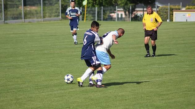 Fotbalisté Vykáně (v bílém) porazili v dalším přípravném utkání celek Poříčan 3:2.