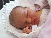 ELIŠKA VILÍMKOVÁ se narodila 25. března 2018 v 1.31 hodin s délkou 49 cm a váhou 3 730 g. Na holčičku se předem těšili rodiče Ondřej a Simona a pětiletý bráška Honzík z Nymburka.