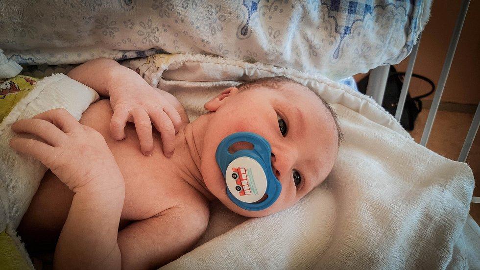 Tobiáš Kučera, Záhornice. Narodil se 12. června 2019 v 16.15 hodin, vážil 3 100g a měřil 49 cm. Z chlapečka se radují rodiče Hana a Blahoslav.