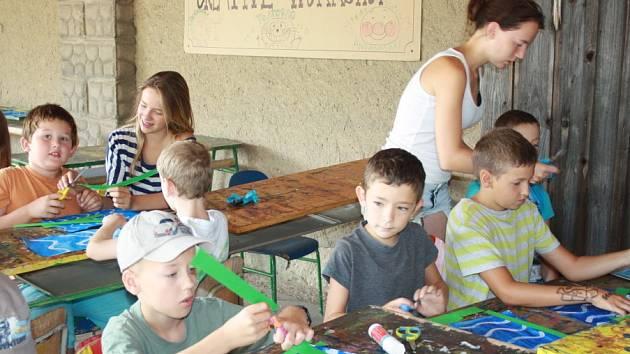 Rodiče potřebují o prázdninách hlídání pro své děti