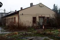 V této budově ČSAP v Poděbradech muž přespával