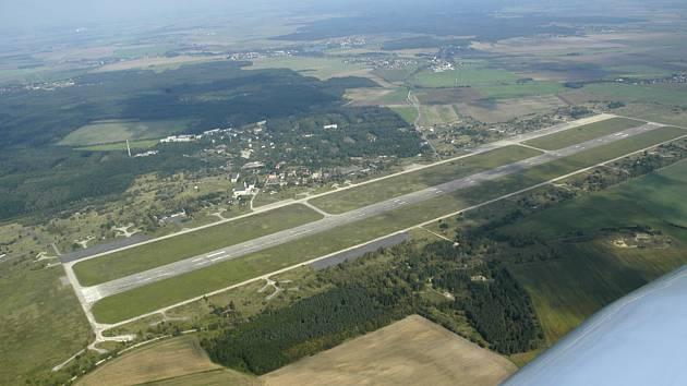 O osudu milovického letiště a jeho okolí bude rozhodovat komise zřízená na kraji.