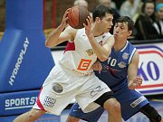 Z basketbalového utkání nejvyšší soutěže mužů Nymburk - Ostrava (93:80)