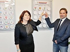 Odhalování Tabule cti ze zástupcí úspěšných obcí ze soutěže Vesnice roku.