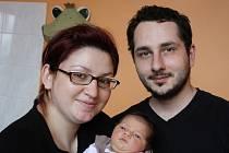 JITUŠKA PO MAMINCE. Jitka ŠEBESTIÁNOVÁ přišla na svět 17. března 2016 v 10.59 hodin. První miminko maminky Jitky a táty Jakuba vážilo 3 300 g a měřilo 48 cm. Všichni budou bydlet v Pečkách.