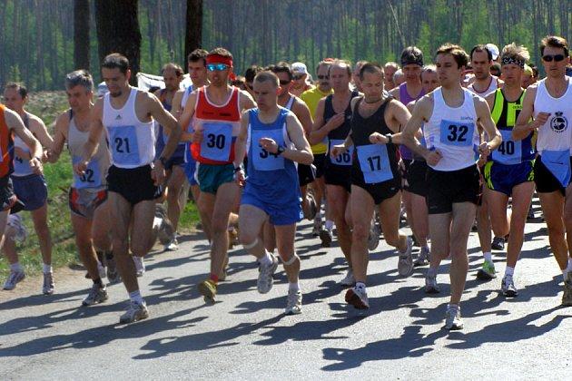Na trať v Semicích vyběhlo 189 závodníků.