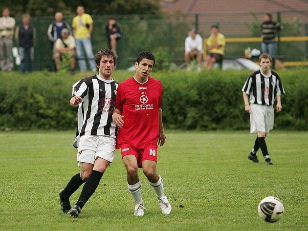 Z okresního fotbalového derby I.B třídy Slovan Lysá - Milovice (2:1)