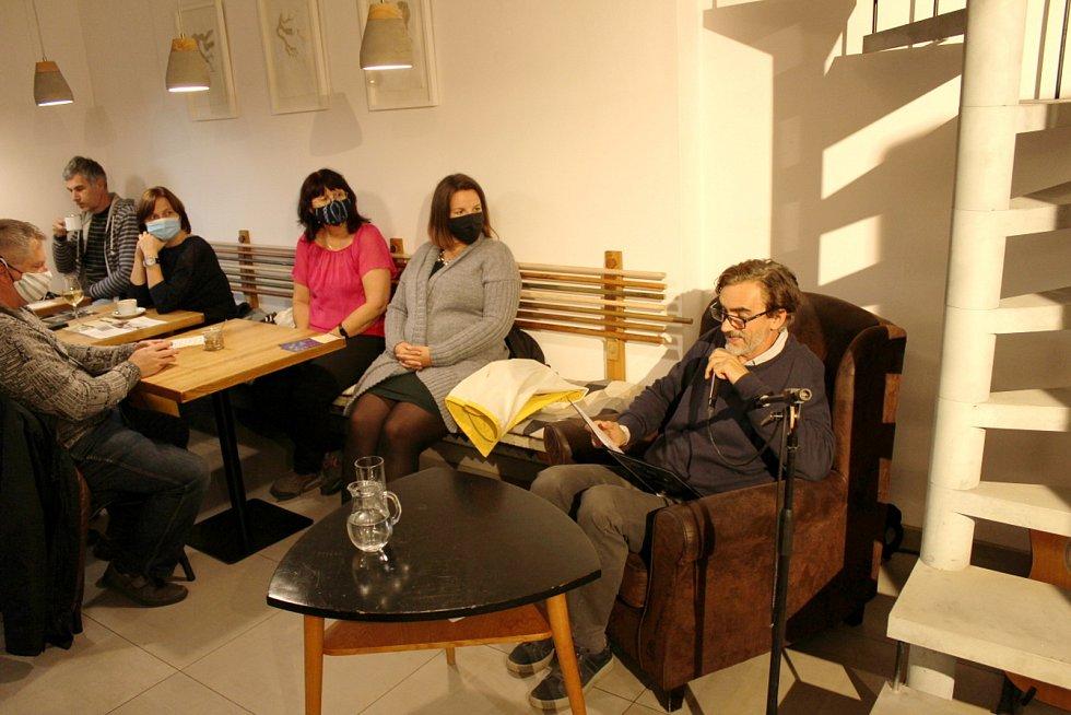 Už počtvrté se konala originální akce, při níž zájemci putují po čtyřech místech v Nymburce. Na každém stanovišti čeká známá osobnost, která pak čte po dobu 20 minut vybraný text z knihy.