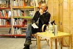 První akcí po letních prázdninách, která se konala v nymburské knihovně, bylo autorské čtení režiséra a herce Miroslava Krobota.