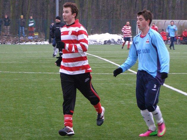 PRVNÍ PORÁŽKA. Fotbalisté Ostré (v pruhovaném) poprvé na zimním turnaji v Kolíně prohráli. Nestačili na Polepy.