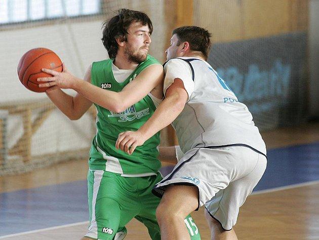 Z basketbalového utkání 2. ligy Poděbrady B - Šumperk.