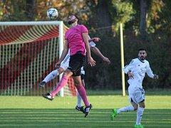 Fotbalové derby musely rozhodnout penalty. V nich byli úspěšní fotbalisté Lysé nad Labem.