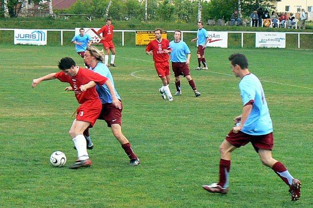 Tým Lysé hraje další derby.