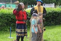 Sportovně pojali dětský den na akci se Zdravíčkem. Děti předvedly aerobik, ženy moderní Zumbu.