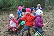 Většina prvňáčků Cílkovy domácí školy navštěvovala lesní školku a v přírodě je jako doma.
